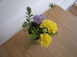 2階の絵と花 001.jpg