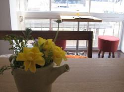 2階の絵と花.jpg